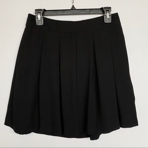 🌸 Banana Republic Black Pleated Mini Skirt